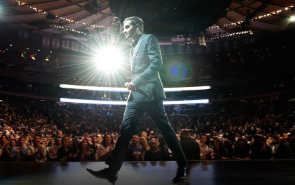 aziz-ansari-live-at-madison-square-garden-netflix-special-2015-1