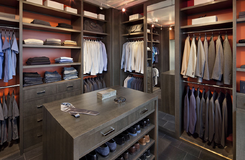 8 awesome walk in closet designs for men por homme for Men s walk in wardrobe