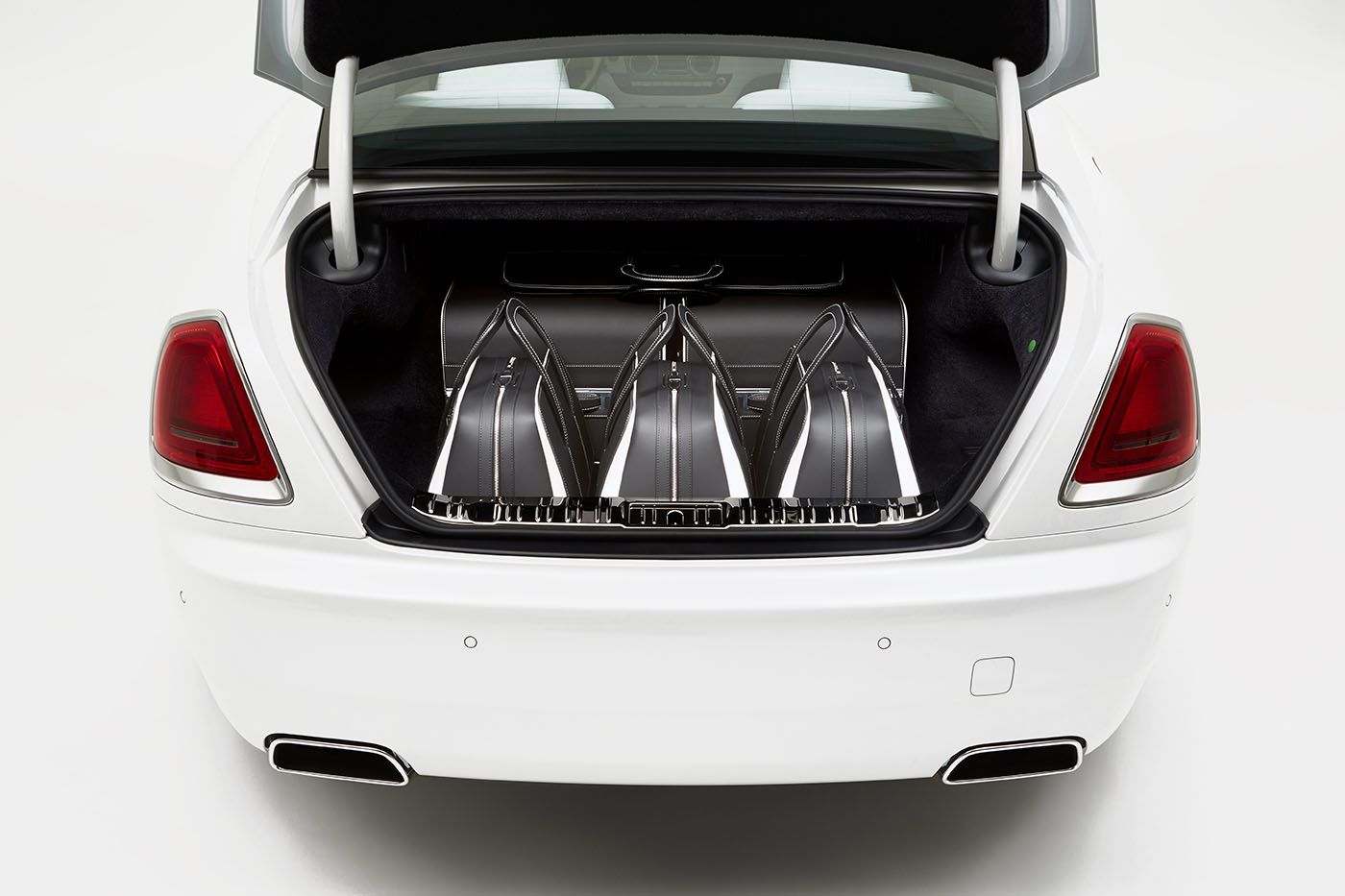 rolls-royce-wraith-luggage-collection-2016-1
